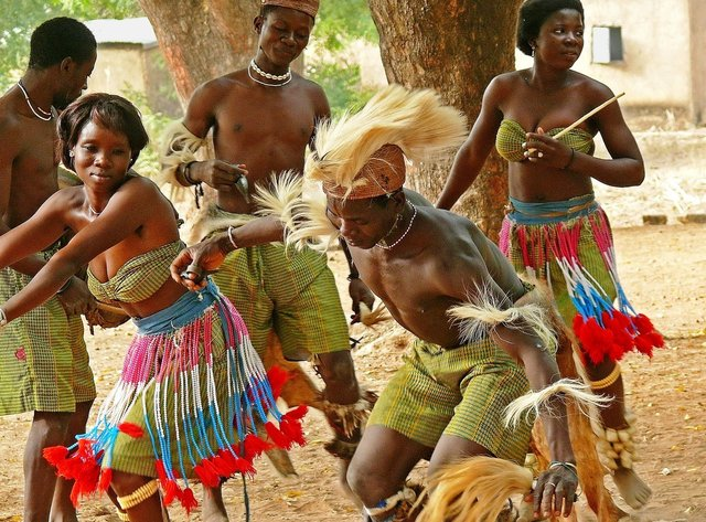 danse-traditionnelle_georges-tokofai_13_jpg_640x860_q85.jpg