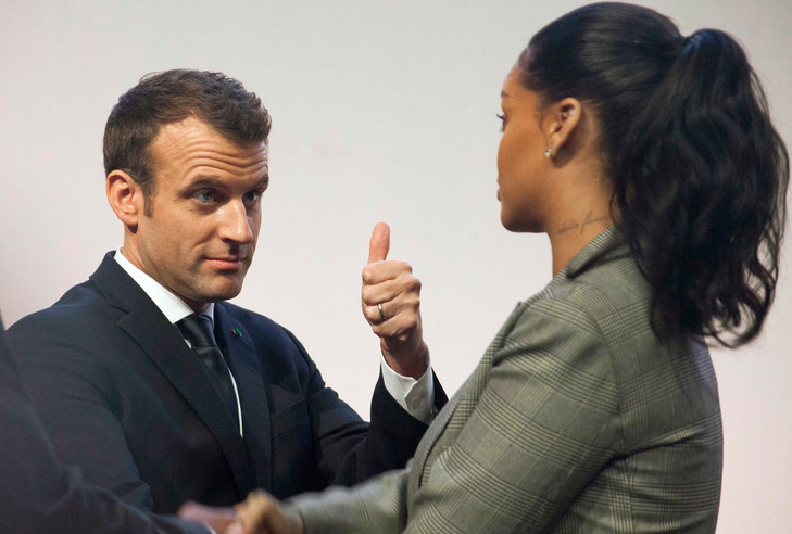 Emmanuel-Macron-chanteuse-Rihanna-assistaient-vendredi-Dakar-conference-Partenariat-mondialleducation-AP-Photo-Mamadou-Diop_0_729_492.jpg