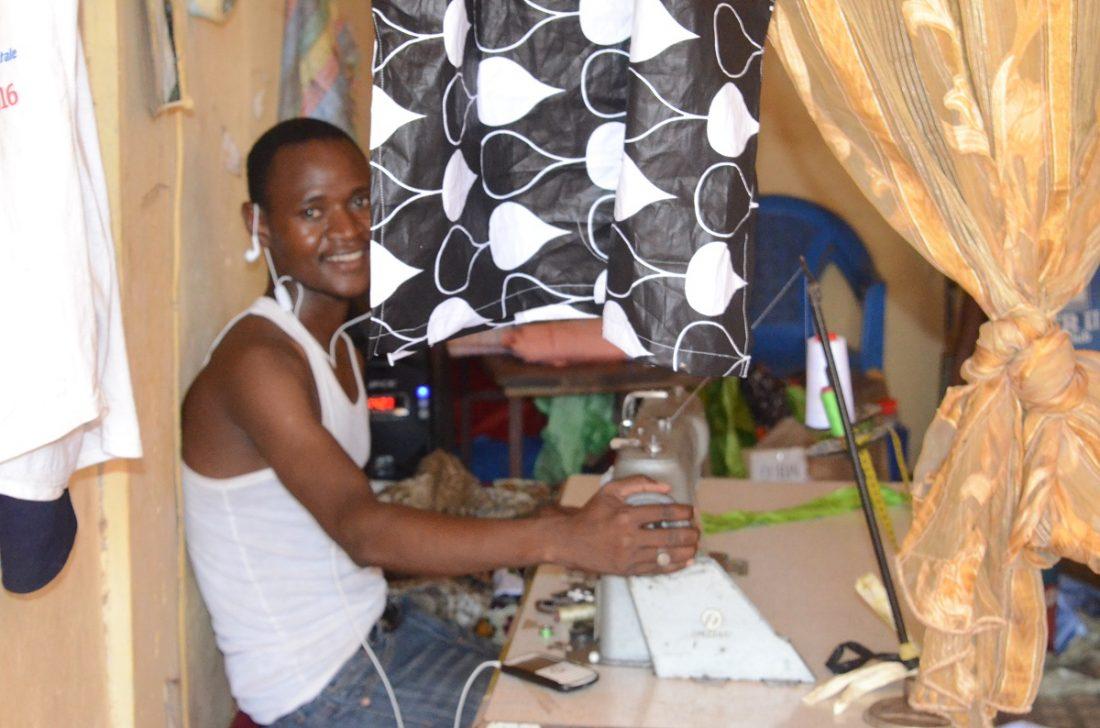 Chez-les-tailleurs-approche-de-la-Tabaski-au-Sénégal-10-1100x728.jpg