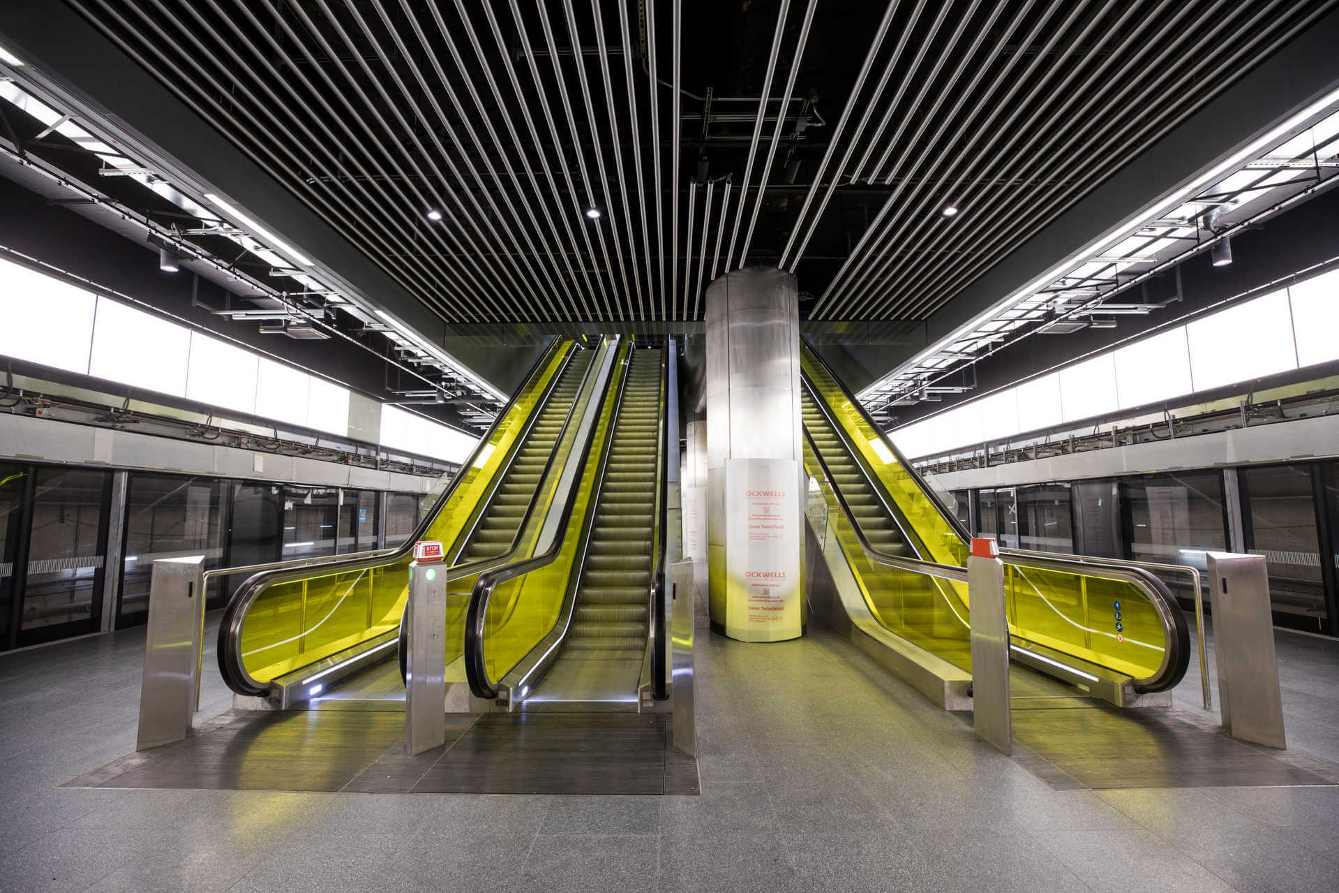 Platform-level-at-Canary-Wharf-Station.jpg