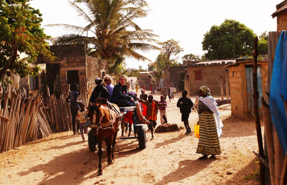 SénégalB.Thériault-distribution-à-travers-les-villages-de-l'île-de-Mar-Lodj.jpg