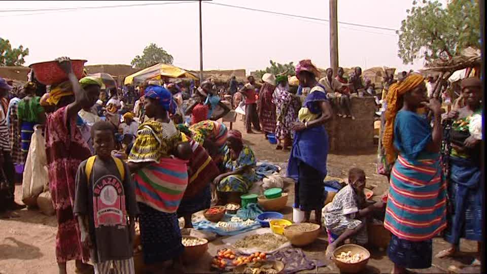 866336699-bandiagara-dogon-market-vendor-merchandise-goods.jpg