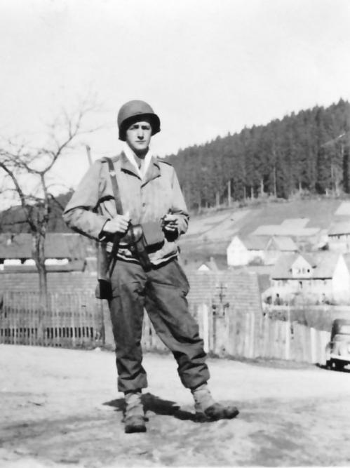Mon pére à Sigmaringen en 1945.jpg