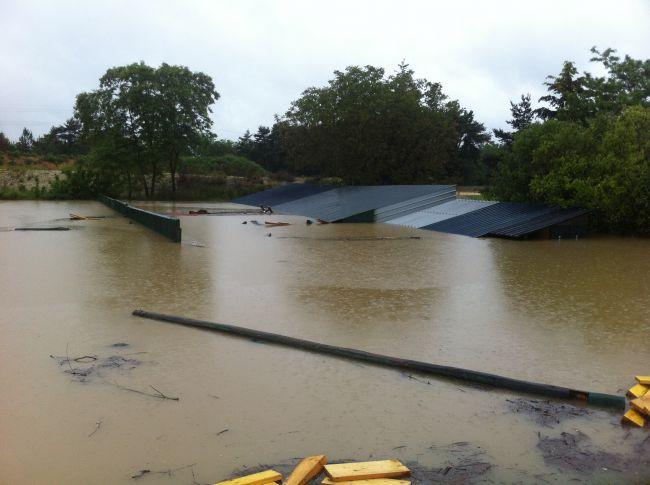 Mardi 12H, le toit du pas de tir commence à être immergé!