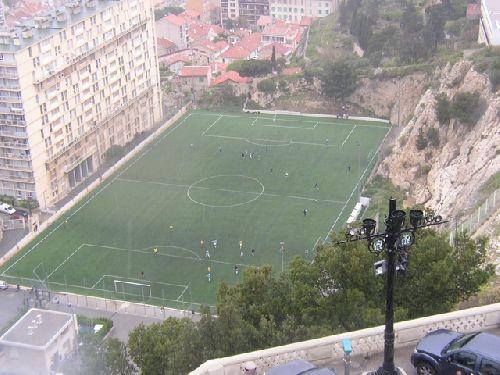 Rien n'arrete un footbaleur Marseillais et surtout pas la pluie