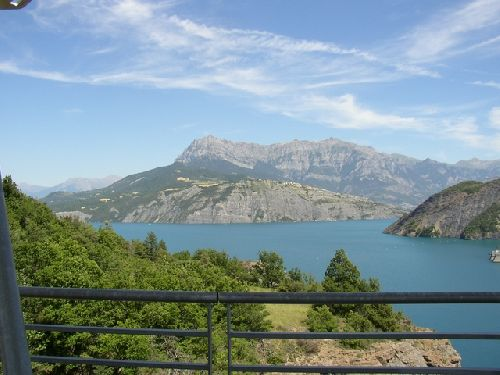 Bien sur un arrêt au promontoire du lac de Serre-Ponson