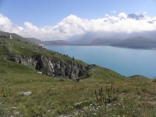 Avant d'attaquer l'Iseran un petit détour  vers le mont Cenis son barrage et son lac