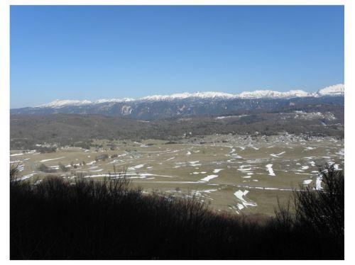 La neige à fondue sur le plateau