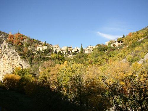 Le village de St May
