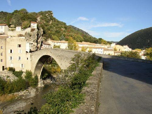 Nyons Pont de la vieille ville