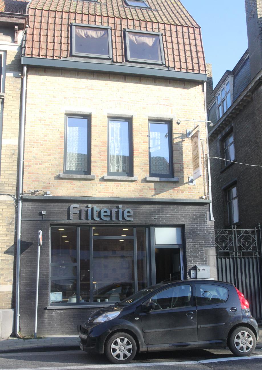Le restaurant-snack est situé au 9 de la rue Pierre Desimpel, non loin du Pont et la Lys.