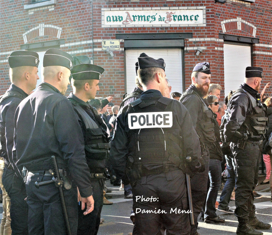 Blog Aux armes de France, service d\\\'ordre bien fourni (2)