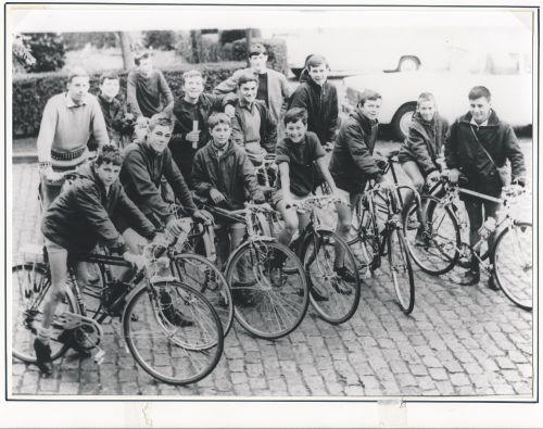 Des cyclistes...