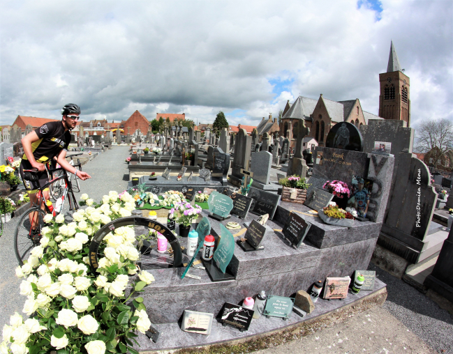 De nombreuses roses blanches seront déposées sur la tombe de Frank Vandenbroucke dimanche prochain.