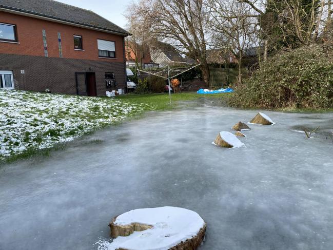 Après l'eau et la glace ,voilà à nouveau l'eau.  Le grave problème est toujours là a Bas-Warneton.  Il faut que cela cesse !!!!
