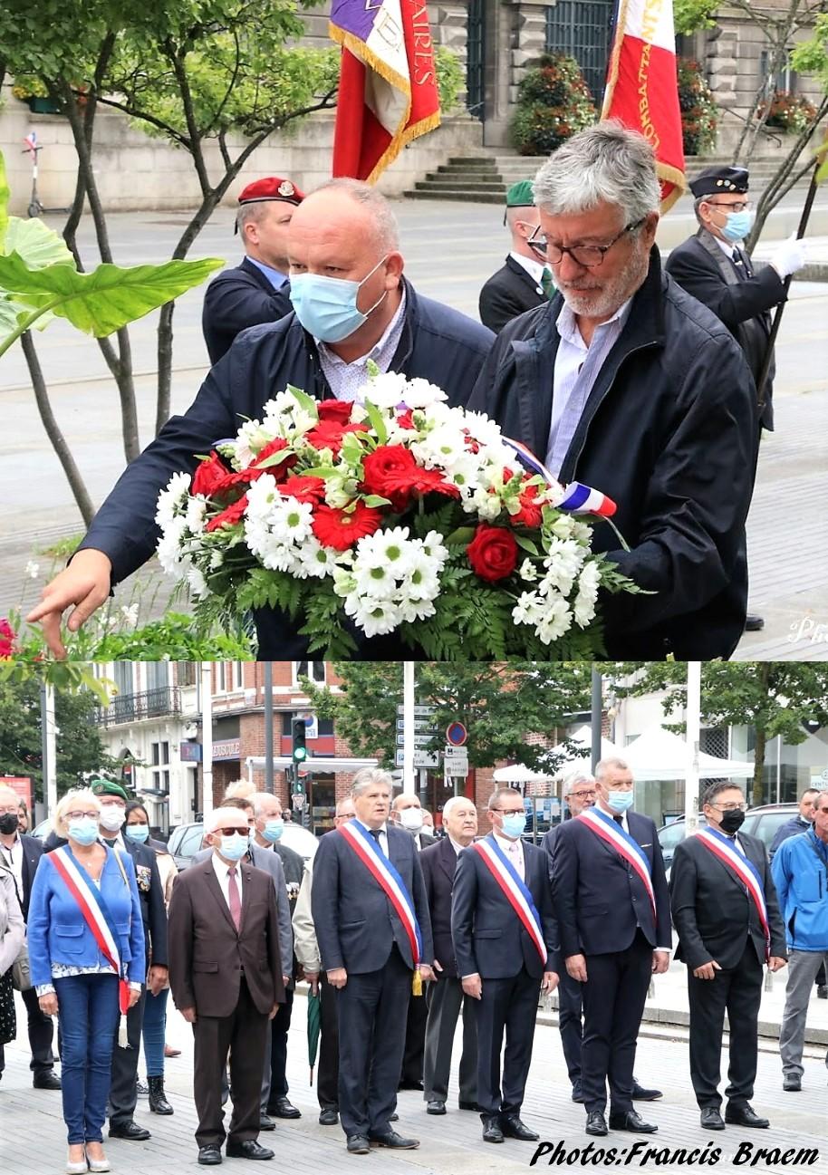 Cérémonie devant le monument aux morts sur la Grand-Place d'Armentières.
