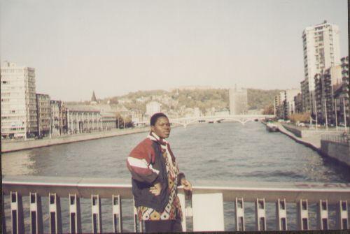 Barro San Evariste à Liège sur un pont sur la Meuse en 1999