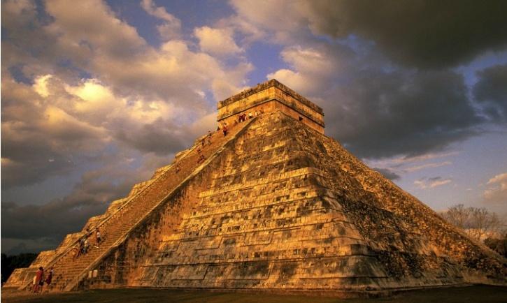 ancient_mayan_ruins_chichen.jpg
