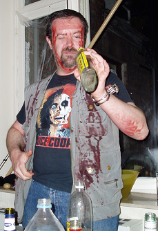 Barman occasionnel préparant un Bloody Mary