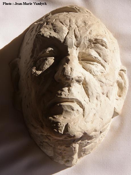 Masque mortuaire de Jean Ray, cadeau de Marabout aux lauréats du Prix Jean Ray (coll. Henri Vernes)