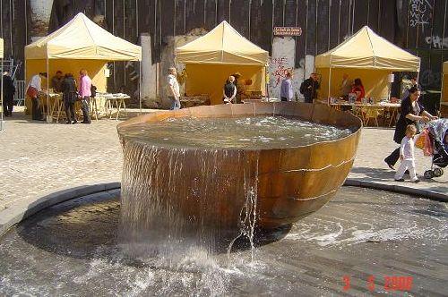 La fontaine de la place, oeuvre de Emile Desmedt