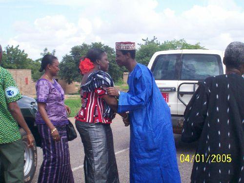 Le Larlé Naaba accueillant le gouverneur du plateu central, Ruth Yaméogo