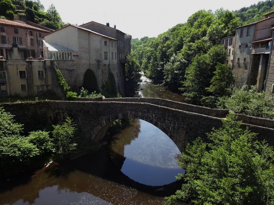 Olliergues : le pont sur la Dore