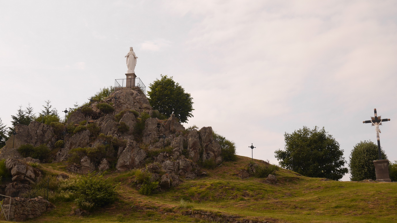 L'après midi, descente à Ambert pour se renseigner sur les inscriptions de la cyclo, puis au retour sur la route,ballade au rocher de la vierge à Le Monestier.