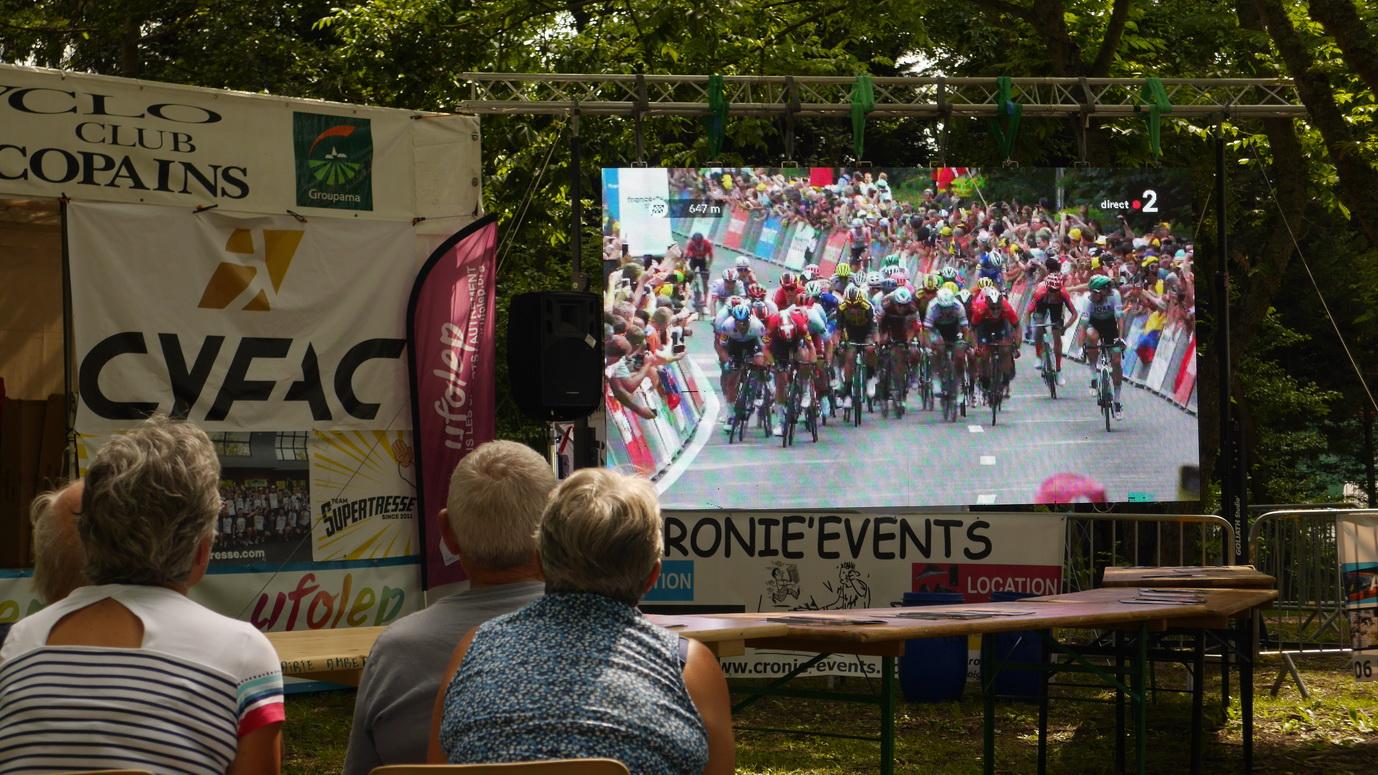 La première étape du Tour de France à Bruxelles,... nous l'avons vue à Ambert.