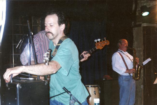 Avec Elton Dean en 94 à l'Ouest de la Grosne, lieu mythique aujourd'hui hélas fermé / with Elton Dean in 1994, Ouest de la Grosne, mythical french venue.