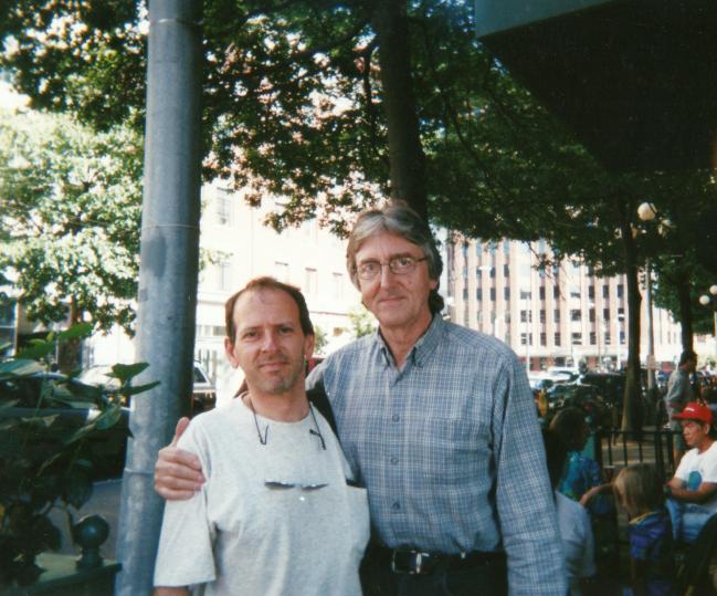 A Seattle, avec Allan Holdsworth en 2002 ( ma deuxième plus grosse influence, après J. Mc Laughlin) / Seattle, with Allan Holdsworth (my second biggest influence, after J.McLaughlin)