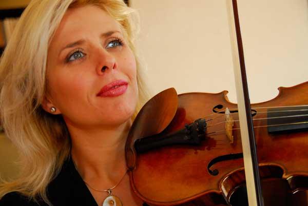 Clara CERNAT violon.jpg