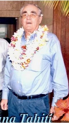 Michel Legrand arrivée à Tahiti Faaa.jpg