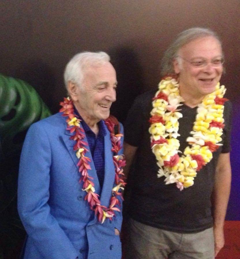 arrivée de Charles Aznavour  avec Erik Berchot (1).jpg