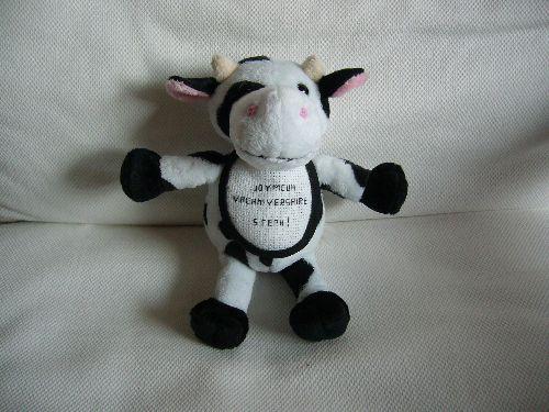 Petite vache avec bavette brodée pour un anniversaire