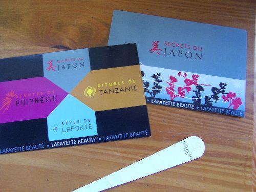 2 cartes parfumées et 1 mouillette Guerlain