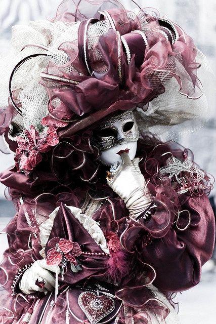 751bdd2b9b29495ce6d96e47d02d9ecf--venetian-masquerade-venetian-masks.jpg
