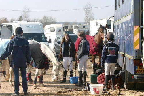 Encore ce dimanche Guillaume est venu pour aider les cavaliers, pourtant le rendez-vous etait à 6 H.