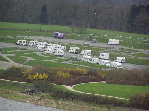 Parking du barrage de l'eau d'heure. Sortie Belgique ( 04/2006 )
