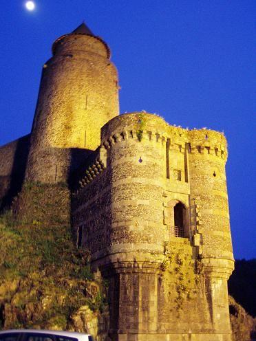 Le Château de Josselin en nocturne.