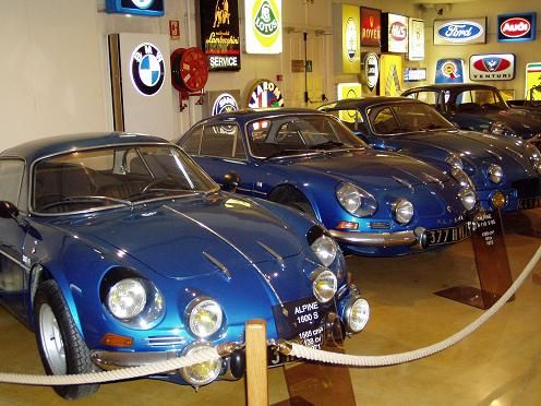 Une jolie collection d'Alpines au Manoir de l'Automobile de Lohéac.