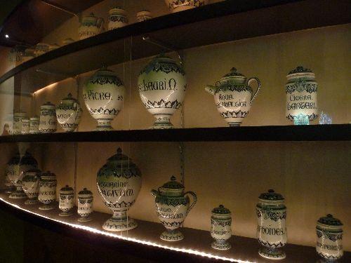 Une superbe collection de pots d'Apothicaires.