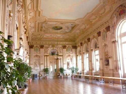 La salle des fêtes de la Mairie d'Avignon décorée par Lina Bill