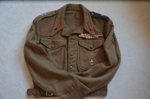 Battle-dress de lieutenant du 1er régiment antichars