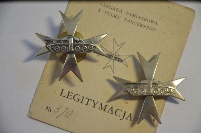 Insignes régimentaires de poitrine du 1er régiment blindé