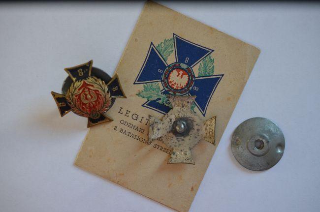 Insignes de poitrine du 8ème bataillon de chasseurs