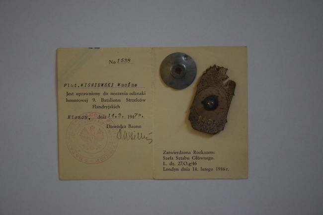 Insigne de poitrine et legitymacja d'un caporal-chef du 9ème bataillon de chasseurs