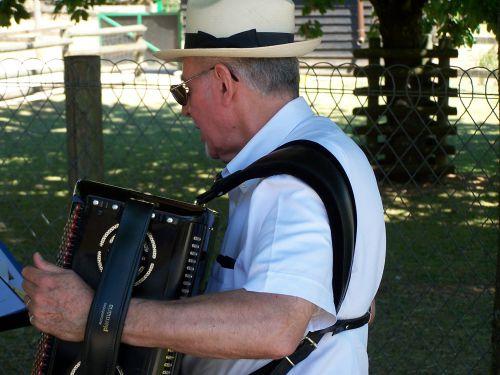 Marcel l'accordéoniste le 21 juin 2014