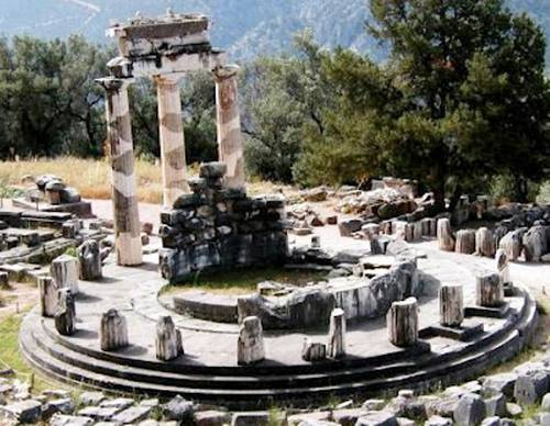 Apolon Temple-Delphi.jpg