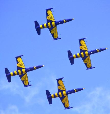 aircraft-544971_960_720.jpg